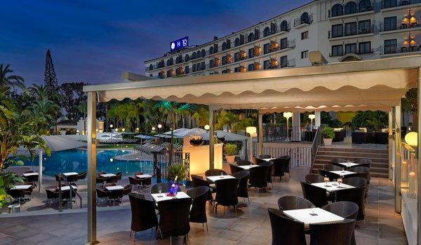 Hotel H10 Andalucia Plaza-restaurant.jpg